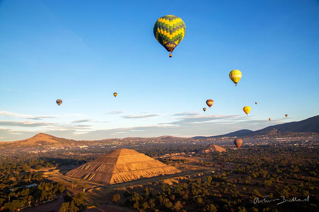 Volando en Globo Sobre las Pirámides de Teotihuacán